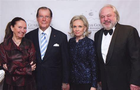 TYLEK et TYLECEK avec Roger Moore et sa femme Kristina Tholstrup
